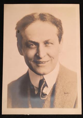 Houdini smiles